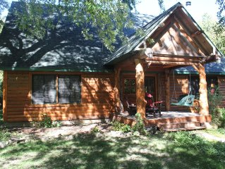 Cozy, Family Friendly Log Cabin Close To Everything!