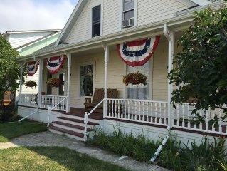 Beautiful 2BR, 2BA Condo in Historic Downtown Home Sleeps 4