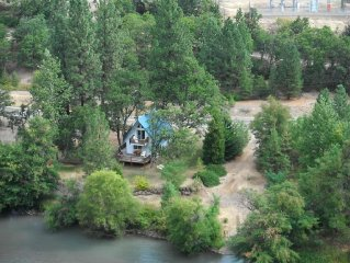 Beautiful Klickitat Riverfront Chalet Style Rental, Boat Lauch, Camping Property