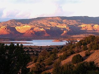 Abiquiu Lake Casita--Stunning Views of Red Cliffs and Lake
