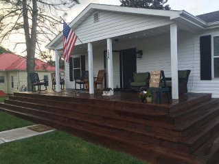 Right On The Creeper Trail! Your Very Own Vacation House In Downtown Damascus.
