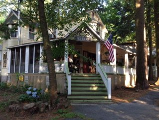 Charming Victorian Cottage in Vintage Community – 14 miles to Hershey
