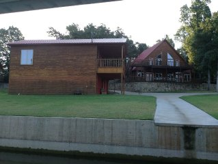 Lake Eufaula Waterfront.  Ideal for eight couples for family reunions.