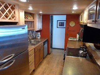 Ski-in & Ski-Out, 3BR/2BA Condo by New West Wall Lift