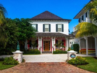 Stunning 6 bedrm home on canal w/ pool, golf cart & Old Fort Bay Club access