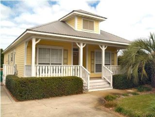 Pineapple Cottage: 3 BR, Pvt Pool, Close to Beach