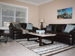 Luxurious 1st floor condo at at beach & boardwalk, king bed, pool, free parking
