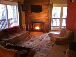 SKI HOUSE Ski in/Ski out...or sleep in and coze it up by the fireplace!