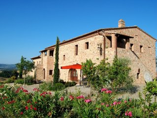 Old Farm House 25 km Siena in Front of Montalcino with Pool/taking cooking class