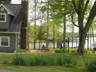 Beautiful  Lakefront Cabin with Unique Multi-Level Boat Dock (Now With WiFi)