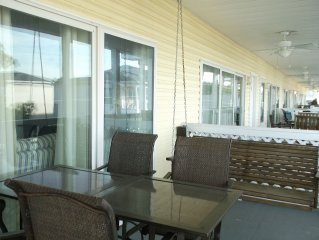 Paradise Found!Condo 2br/2bth- 200 Steps to Beach!