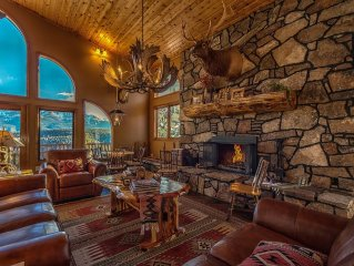 Phenomenal View Of Pike's Peak In Spacious Mountain Lodge