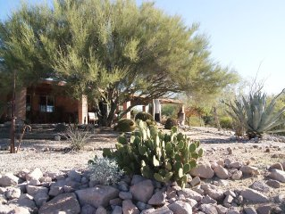 Gorgeous Views,  Landscaping, Pristine Pool Near Catalina Mountains, WiFi, More!
