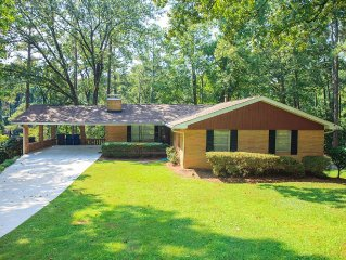 NEW!!!- 5 Bedroom with Billiard Table - 15 Minutes to Airport&Downtown ATL!