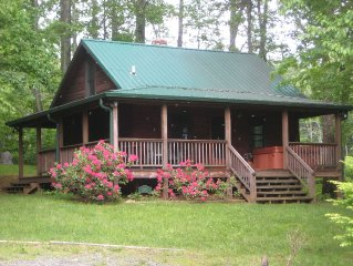 Cozy quaint Cabin nestled by creek and Pond, Great Location to Boone & BR
