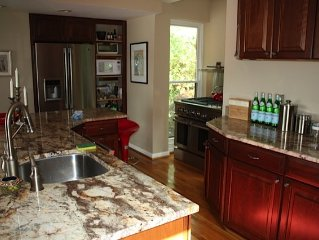 Beautiful Waterfront Townhome In Historic Annapolis