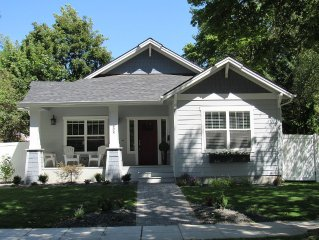 NEW!!  Steps to Downtown, Beach, IM, Parks! Airconditioning and CLEAN!