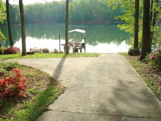Lake Keowee Lakefront Home W/ Private Boat Ramp-Great Rates