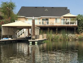 Light & Bright Deep Water Home, private dock, WIFI