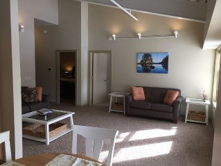 The Staterooms 2J, Road View, Newly Built, Seasonal Heated Pool, Beach Nearby