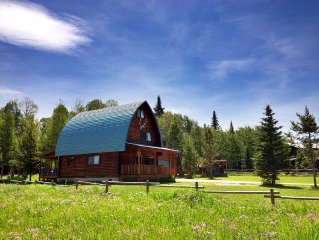 Blue Spruce Cabin - Cozy, quiet mountain retreat! Perfect for your base camp!