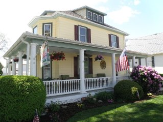Victorian on Main Street, Rock Hall MD. Walk to everything! Sleeps 2-4