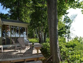 Cozy Waterfront Cabin, Wake To Gorgeous Sunrises Over West Traverse Bay