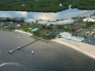 Luxury Townhome on Tampa Bay, Beach, Pools , Boating, Restaurants