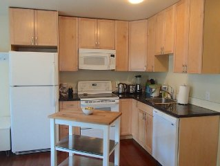 Cottage By The Beach/ Dallas Road! (renovated 1912 Carriage House)