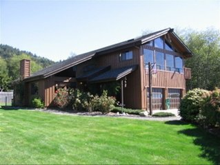 Winchuck River Lodge: Family Friendly Space with Hot Tub, Loft, Yard, More