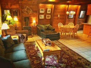 Beautiful South Lake Tahoe Cabin With Hot Tub! Walk To Lake, Casinos, And More!