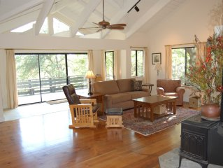 Secluded getaway in the Oaks and Pines with meandering Deer