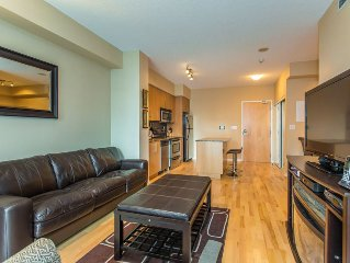 CORPORATE ONE BEDROOM + DEN CONDO LOCATED DOWNTOWN TORONTO