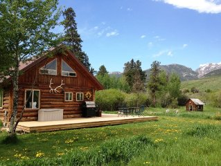 Log Cabin Getaway On Ranch close to Yellowstone Park