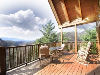 Secluded- Awesome Mt Views! Swimming pool- hot tub- WiFi- Game room- Cover deck