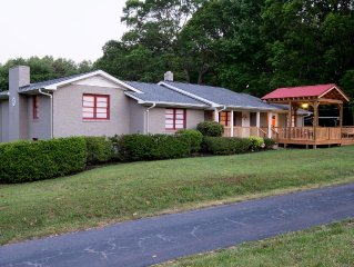 Mod Lodge Close to Bike Trail, Furman University and Travelers Rest