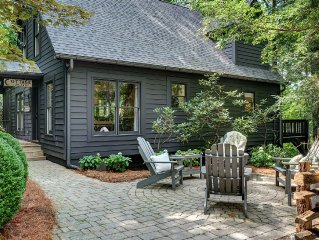 Backwoods Bungalow - Newly Renovated Private Retreat - 3 min. to Main Street!!