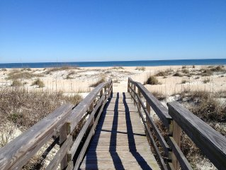Modern 2B Carriage House 300' from the beach, walk to restaurants