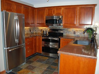 Fresh Remodel, Largest 1 Br Condo With Den, Quiet Top Floor End Unit, Sleeps 6