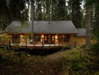 The Back Cabin: Idaho charm, modern amenities, peaceful surroundings.