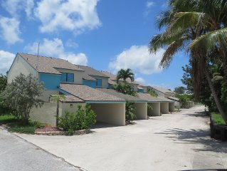 Upgraded Private Townhouse Location For Beach Vacationing In Comfort