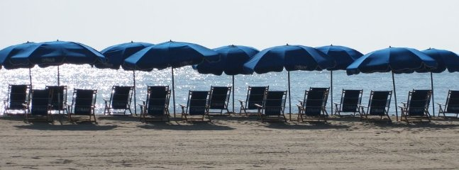 Early to the beach, best time of day. You can rent chairs and umbrellas here