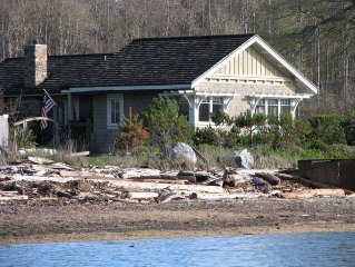 Crescent Beach Cottage - Luxury, Waterfront, Near Eastsound