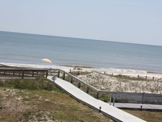 LAID BACK SUN & FUN-PET FRIENDLY! Beachfront boardwalk, Pool, FL at it's best!