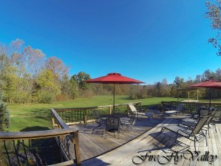 Voted #1 Best Views On The Shawnee Wine Trail.  Modern Lodge with spacious Deck