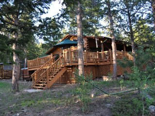 A 5 Star 3 BR Luxury Log Cabin Overlooking RMNP o