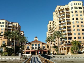 Luxury Clearwater Beach Condo - Park The Car And Walk To All Attractions!!