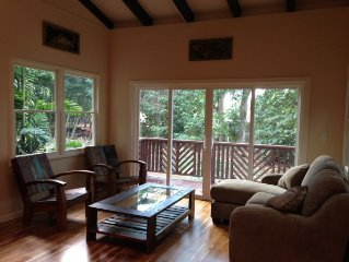 Private, Tropical Oasis, close to Kailua, less than 5 mins to beach. Clean!