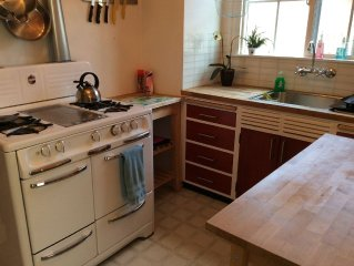Lovely Laurel District Sanctuary-Spacious One Bedroom Duplex/Flat With Parking