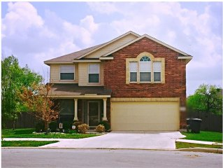 **BMT Discounts** Beautiful & Spacious Home, Near Lackland/Sea World/Downtown!!